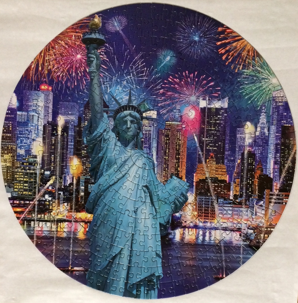 Brand: Lafayette Puzzle Factory  Title: New York  Pieces: 350  Size: 14